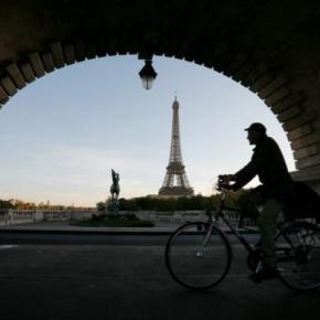 Sous sa jupe de pierre,Paris…